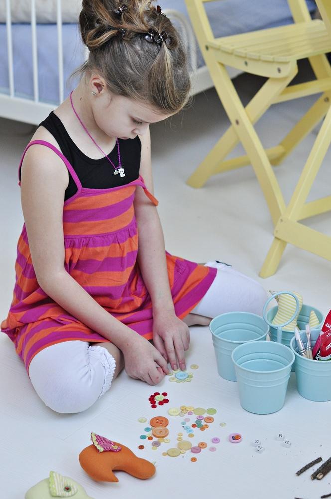 dekoracje do karmnika z kolorowych guzików