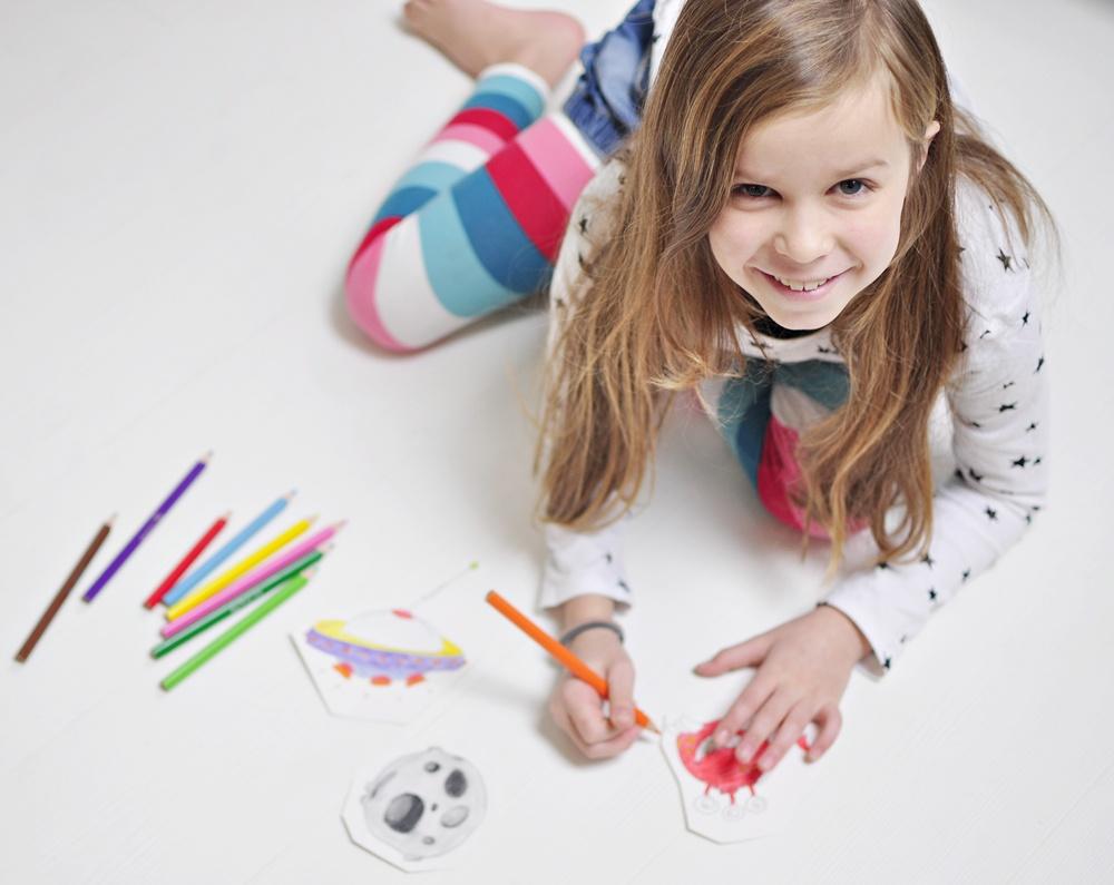 kreatywne zabawy dla dzieci - robienie opaski