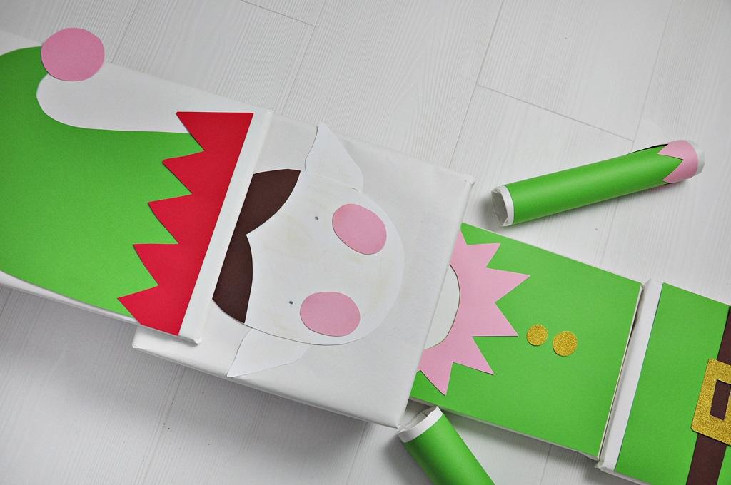 jak pakować preenty - pomysł ze świątecznym elfem