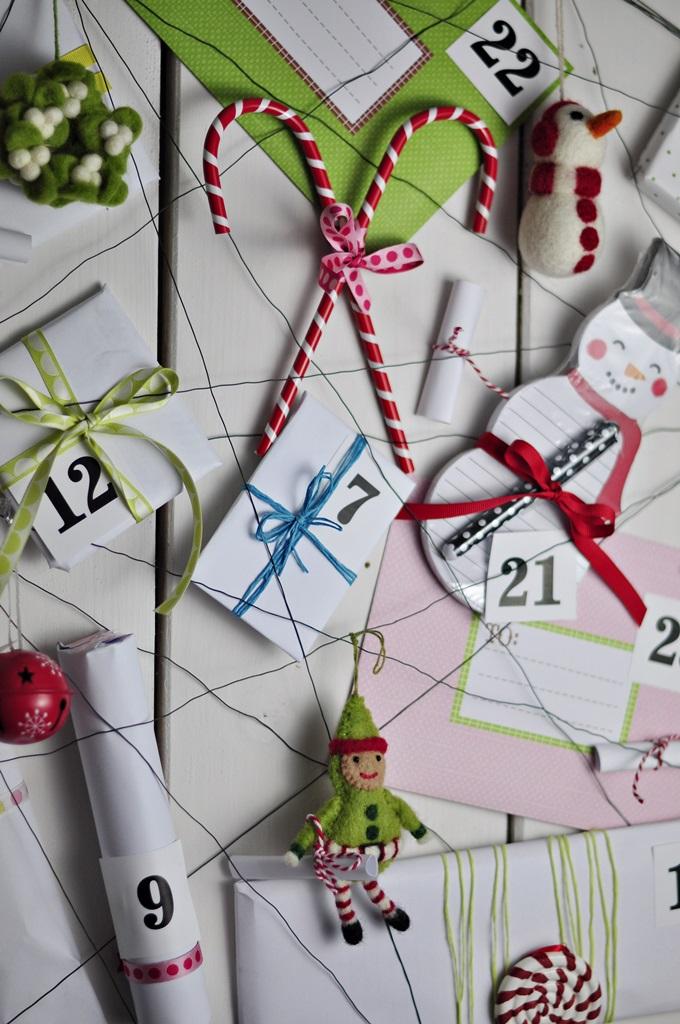 elf przynosi zadania i prezenty