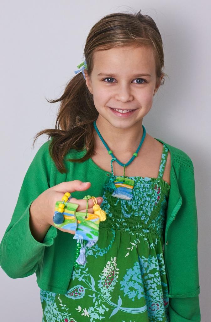 Naszyjniki przyjaźni z masy porcelanowej oraz … 3 numer Magazynu Kosmos dla Dziewczynek