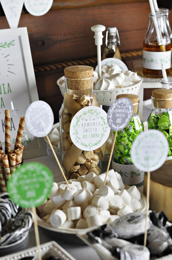 dekoracje komunijne stołu