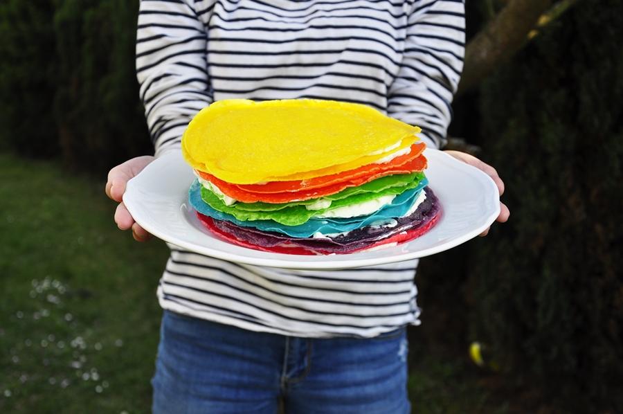 kolorowy tort dla dzieci