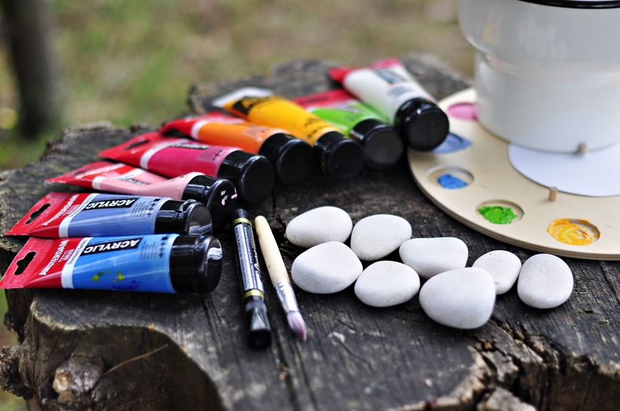 farba do malowania liter na kamieniach